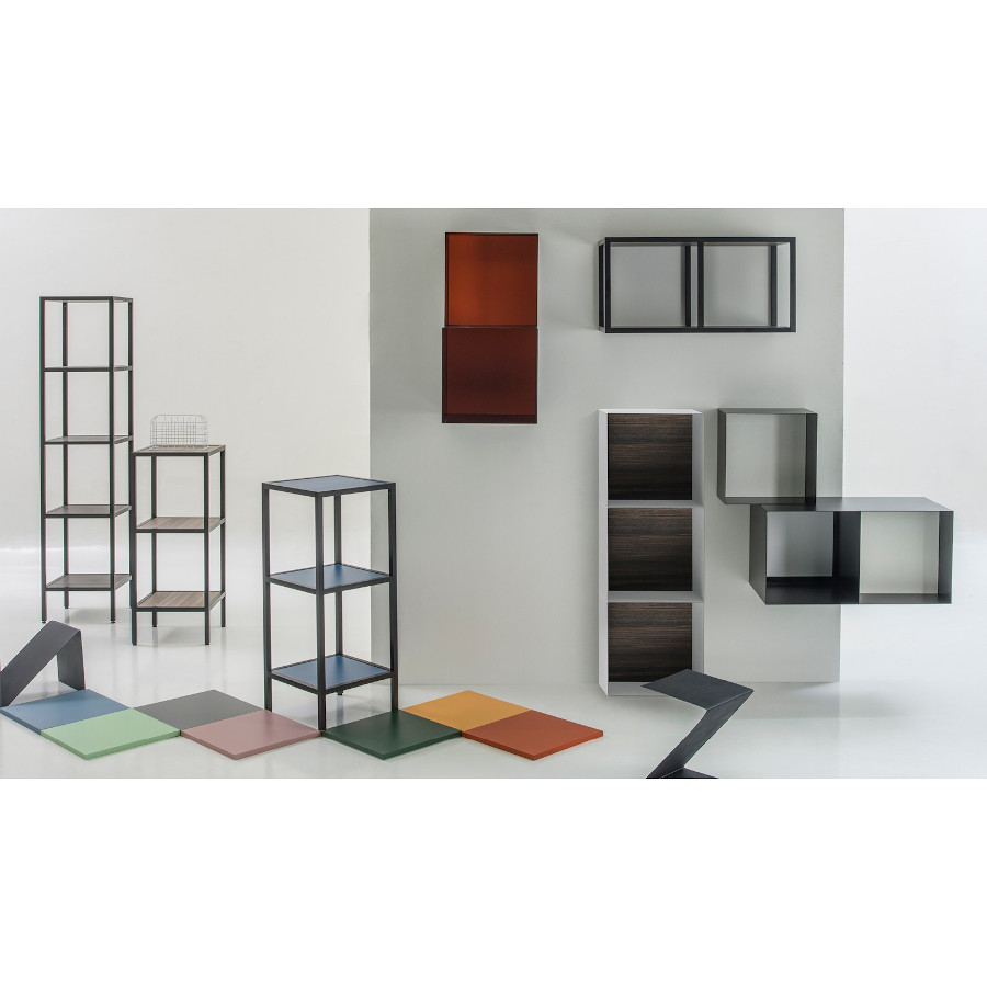 Vertical wall unit H70 with three shelves Skema